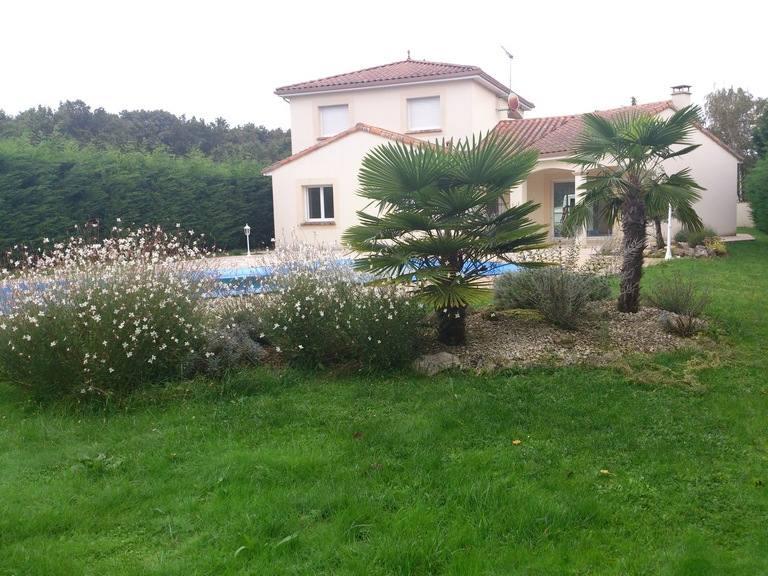 Plantations sarl jeanneau paysagiste poitiers 86 for Entretien jardin 86