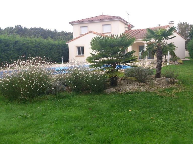 Plantations sarl jeanneau paysagiste poitiers 86 for Entretien jardin chatellerault